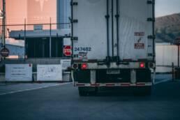 Trasporto merci su gomma logistica camion